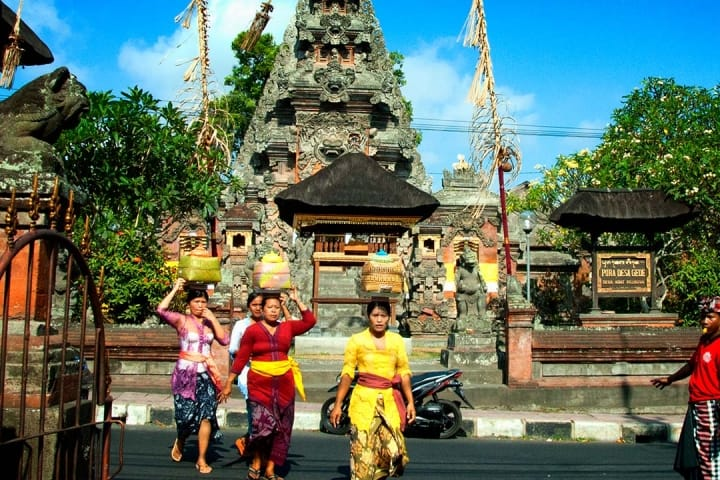 Volunteer in Bali and learn all about the Balinese culture.