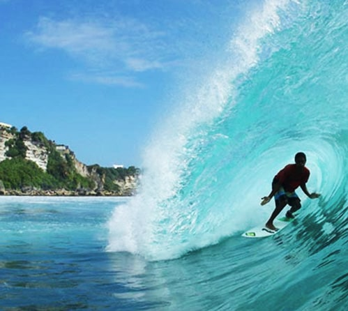 While volunteering you have your weekend to catch some waves at Uluwatu beach in Bali.