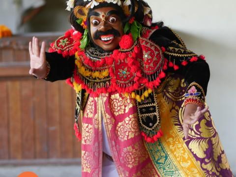 Traditional Balinese dancing at Volunteer Programs Bali.