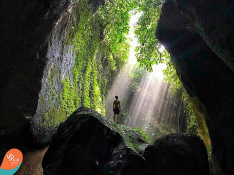 We all know that Bali is very popular, for both tourists as expats. It has a worldwide image of paradise, white sandy beaches, amazing jungles, delicious food and the most wonderful people who always smile